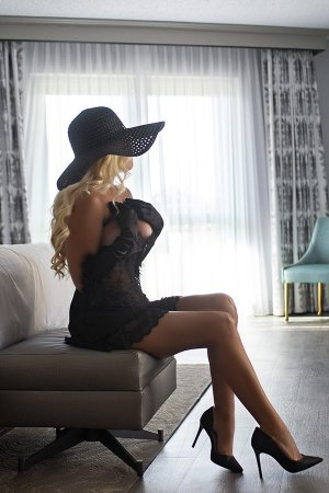 Audree nuru massage in Farmersville